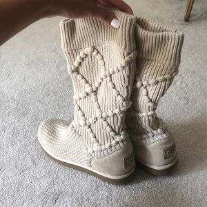 ✨UGG sweater boots✨